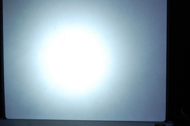 BBB HighFocus - tényleg jól fókuszált, erős fény, de sok szórt fény is van