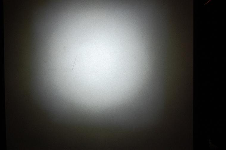 A Security Lng vetített képe és fényerőssége szinte azonos a többi egy ledes, fókuszos lámpáéval