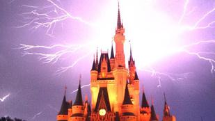 Egészen meseszerű, ahogy Disneylandben villámlott az ég a kastély felett