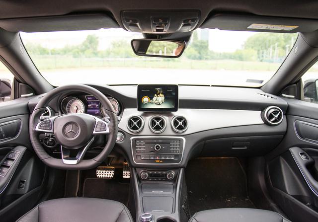 Ha valaki ezt a Mercedes-belsőt látja először, nem is lesz vele baja