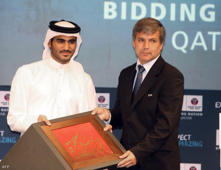 Mohammed bin Hamad Al Thani, a katari pályázat ügyvezetője és Harold Mayne-Nicholls Dohában