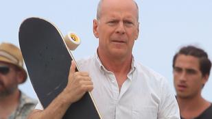 Cukiság: Bruce Willis nyomja az apufitneszt