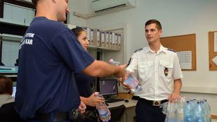Bréking: majdnem kiszáradt a szuperjóképű rendőrférfi!