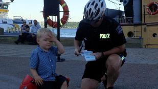 Cukiság: parkolási bírságot kapott a motormániás ovis