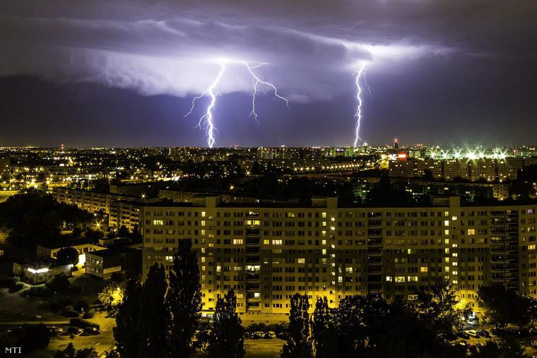 Villámlás Poznan felett 2015. július 7-én.