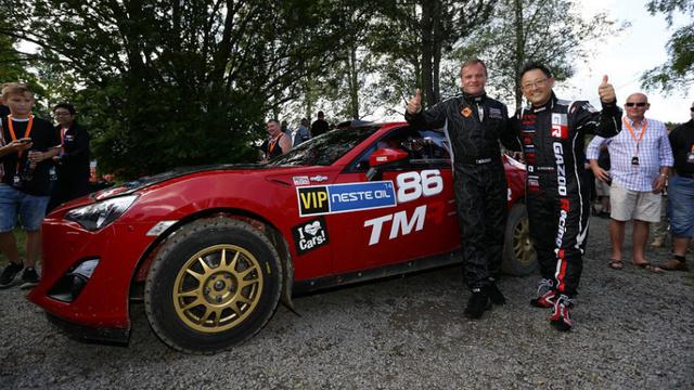 Tommi Makinen és Akyo Toyoda a GT86 raliautóval