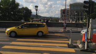 A turisták imádják, az autósok gyűlölik, mi az?