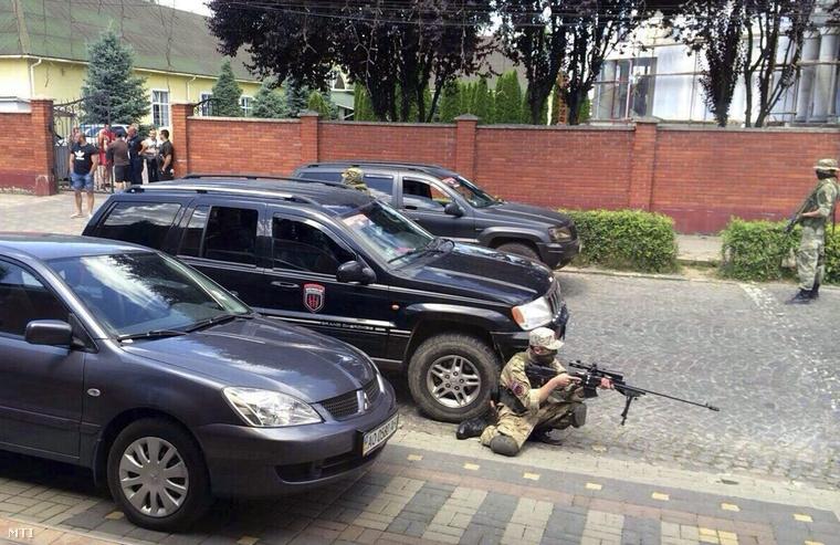 A Jobboldali Szektor (PSZ) szélsőséges szervezet egyik fegyverese