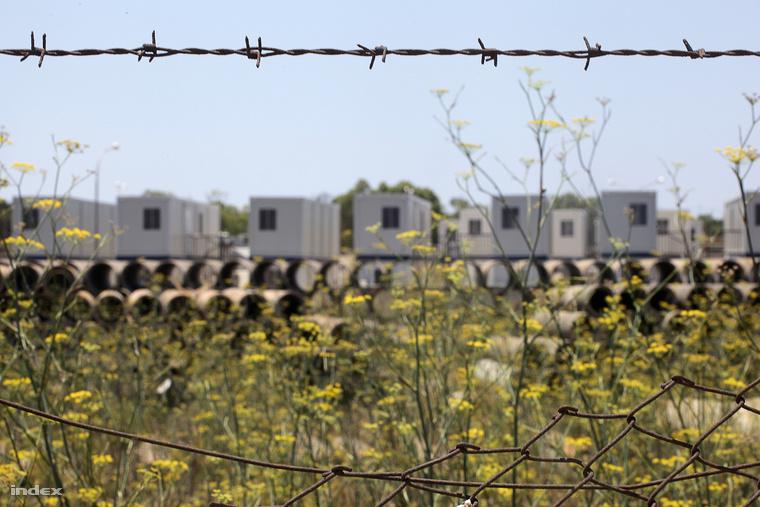 A Hal Farban található nyílt tábor távol a városoktól Galéria: Málta: a menekültek börtönszigete