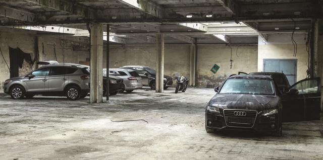 A márciusi váci akcióban lefoglalt autók egy része