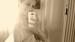 Tatár Csilla fotóval örült, hogy terhessége felénél jár