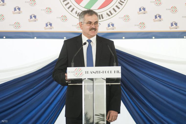 Simon Miklós a Fidesz-KDNP országgyűlési képviselője beszédet mond a Tranzit Food Kft. élelmiszeripari továbbfeldolgozó üzemének avatásán Nyírgelsén 2014. március 1-jén.