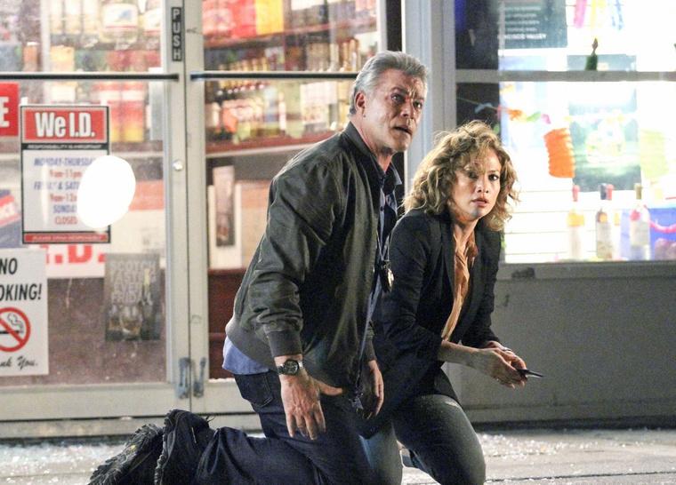 Ray Liotta és Jennifer Lopez a Shades of Blue forgatásán