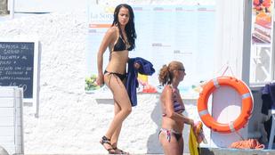 A Trónok harca jócsaja bikiniben, jachton, mi kell még?