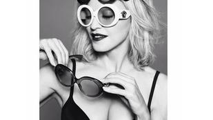 Madonna most napszemüvegeket reklámoz dekoltázsával
