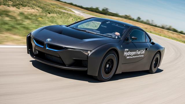 A BMW ezt a kísérleti járművet még a toyotás együttműködés előtt készítették, de azért megmutatták a sajtónak