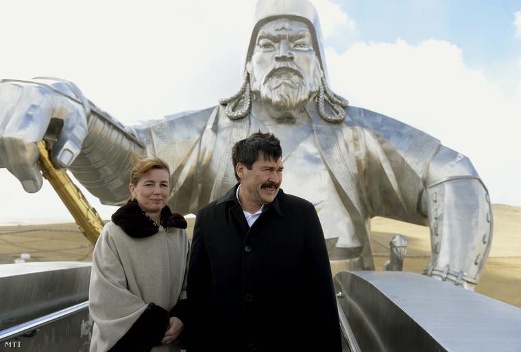 Áder János és felesége hivatalos látogatásukon Mongóliában