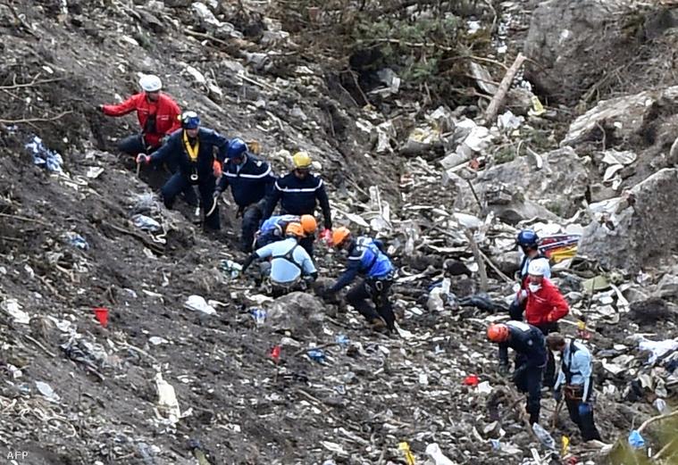 A francia Alpokban lezuhant Germanwings-gép roncsai