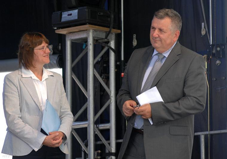 Dorothee Janetzke-Wenzel, a Német Szövetségi Köztársaság, budapesti nagykövete és Czukor József, a Külügyminisztérium szakállamtitkára a 20 év szabadság – Németország köszöni című rendezvény megnyitóján, 2009. június 25-én