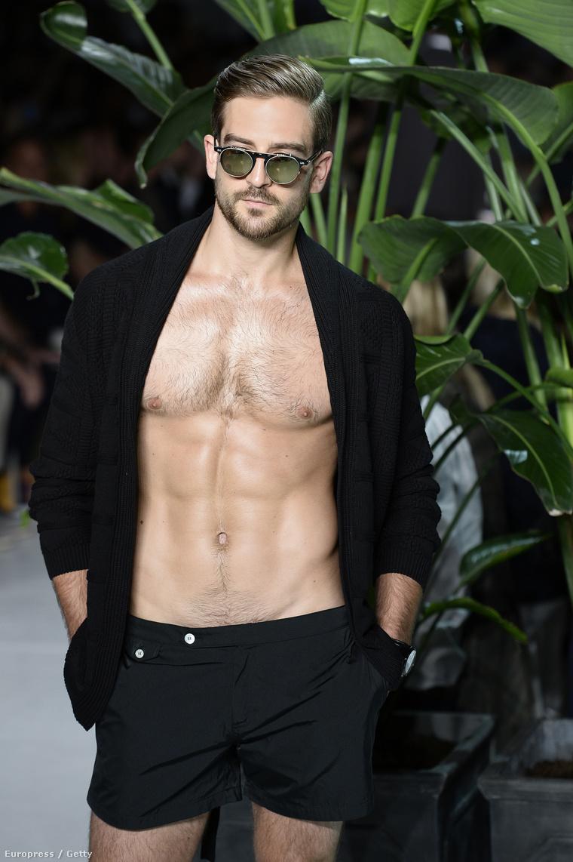 A Michel Bastian nevű tervező szerződtetett egy modellt, aki minket Ryan Goslingra emlékeztet. Valószínűleg nem csak minket
