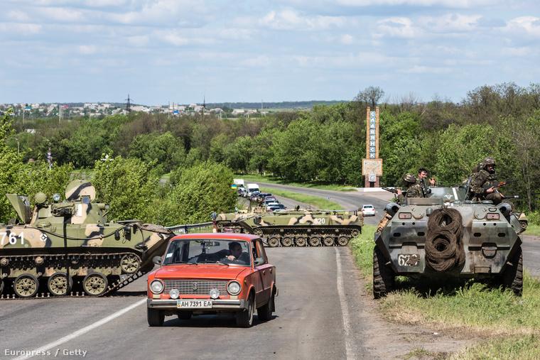 Katonai ellenőrzőpont Ukrajnában. (2014.05.06.)