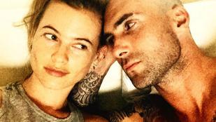 Adam Levine kopaszra borotválta a fejét