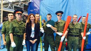 Orosz katonák fogták közre Demcsák Zsuzsát