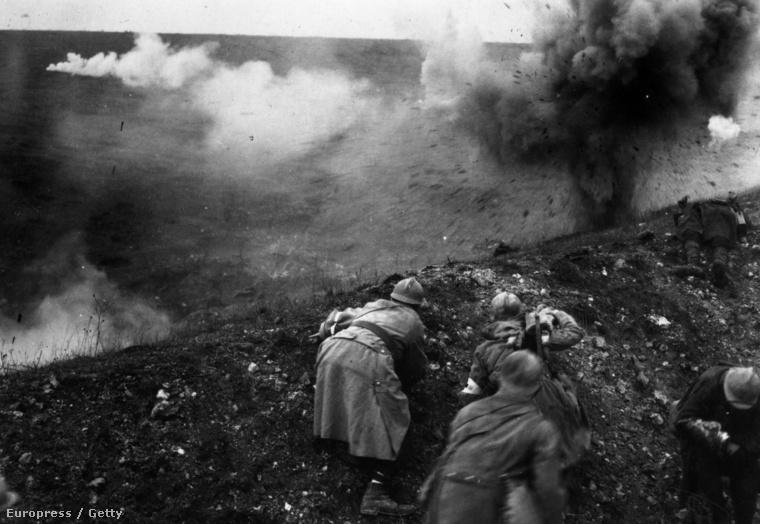 Francia hadtest német ágyútűz alatt, 1916.