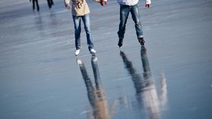 Oreo keksz alakú jégpálya épült Siófokon, hogy az életnek újra legyen értelme