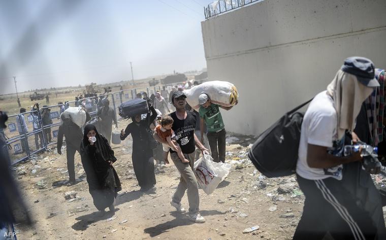 Menekültek a török-szíriai határon