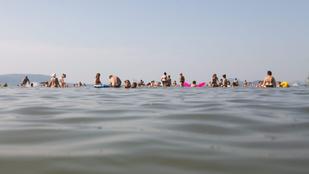 Villám csapott a strandolók közé a Balatonon