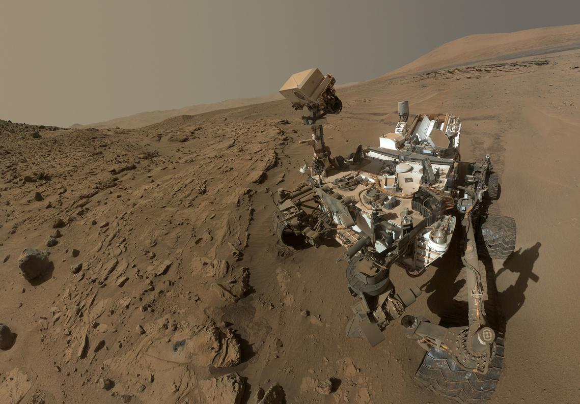 Panoráma-portré a Marsot járó Curiosity fedélzetéről