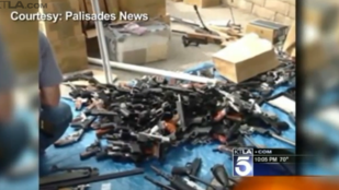 1200 fegyvert és 2 tonna lőszert találtak egy halott titkosügynök űrlény lakásában