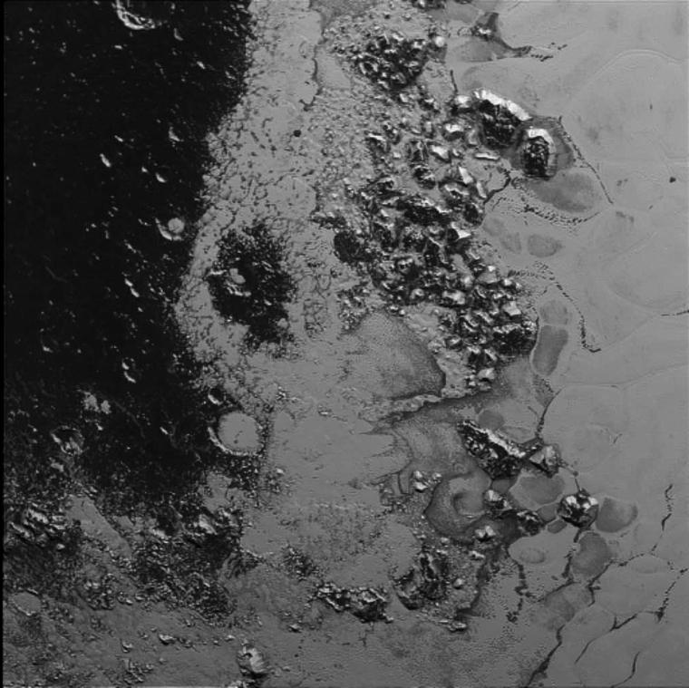 A McKinnon hegyvonulat a Plútón