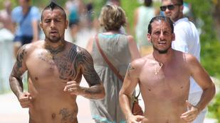 Tetkóra vetkőzve kocogott a Juventus sztárja