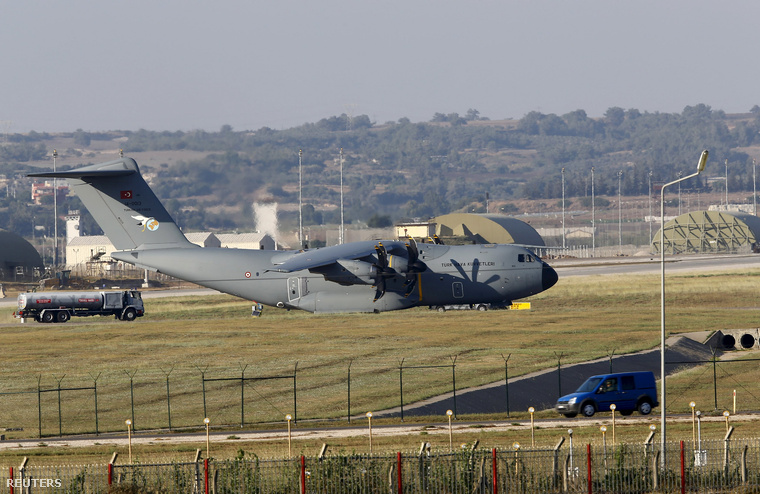 A török légierőA400M harcászati szállító járműve azIncirlik légibázison, Adana közelében 2015. július 24-én.