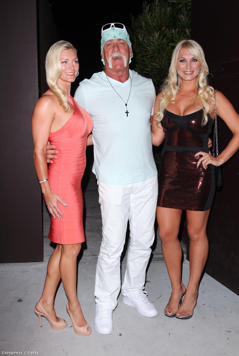 Középen Hulk, jobbra Brooke Hogan