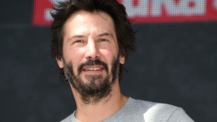 Keanu Reeves elfelejtett öregedni, és a tetejébe még vagány is