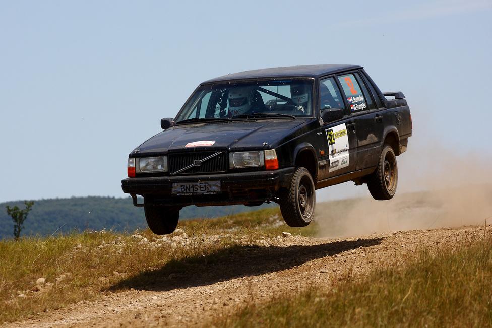 A legolcsóbb, Európa nagy részén élvezhető kategória a Volvo Original Cup. Lényegében becsövezett utcai, 2.3-as szívómotoros két, vagy négyajtós Volvókkal (240, 740, 960) versenyeznek több nemzeti bajnokságban is, de a legkeményebben Skandináviában. Nálunk azonban csak a Veszprémbe rendszeresen ellátogató sógorokat láthatjuk ezekben a tepsikben. Az osztrák volvósok sosem veszik el.