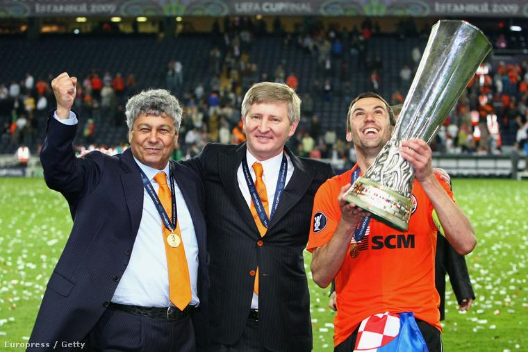 Lucescu, Rinat és Srna ünneplik az UEFA Kupa-győzelmet 2009-ben