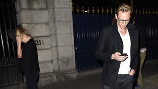 Tom Hiddleston összejött egy Olsennel, aki nem iker