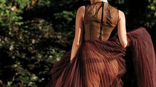 Ha Kate Upton felöltözik, akkor is meztelen