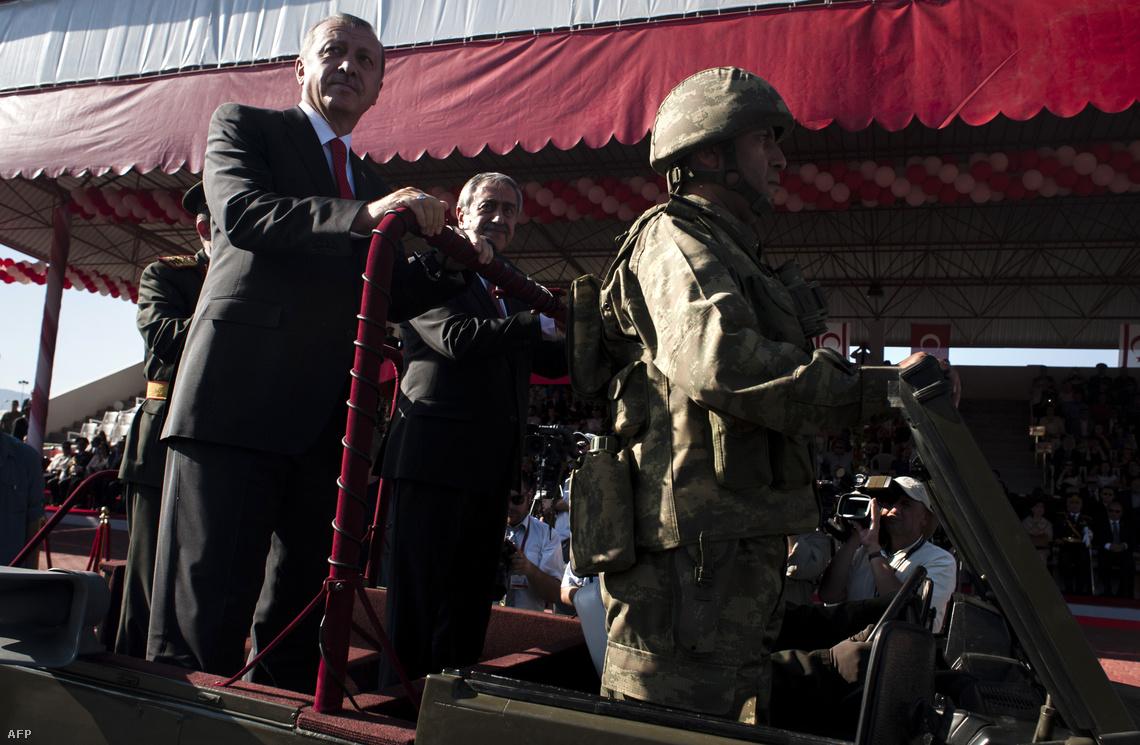Erdoğan egy júliusi katonai parádén