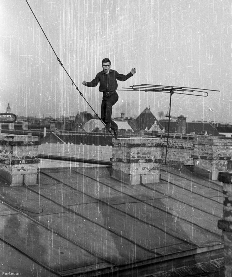 A felvétel a Szentkirályi utca 22-24. számú ház tetején készült.