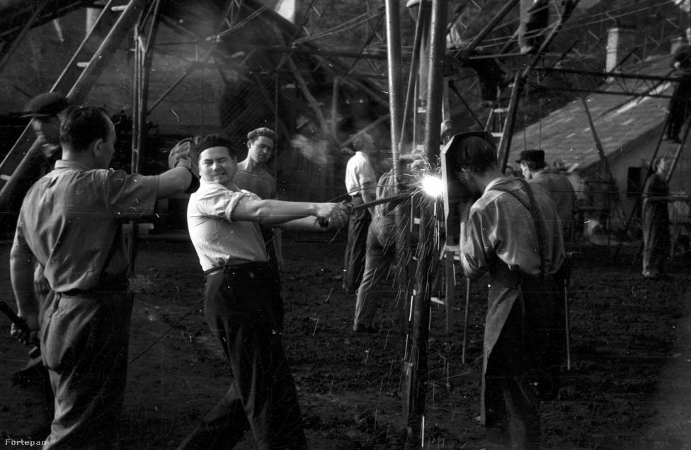 Hegesztés egy építkezésen (ötvenes évek)