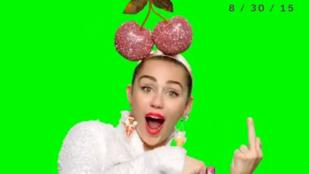 Miley Cyrus a középső ujja bemutatásával reklámozza az MTV díjátadóját