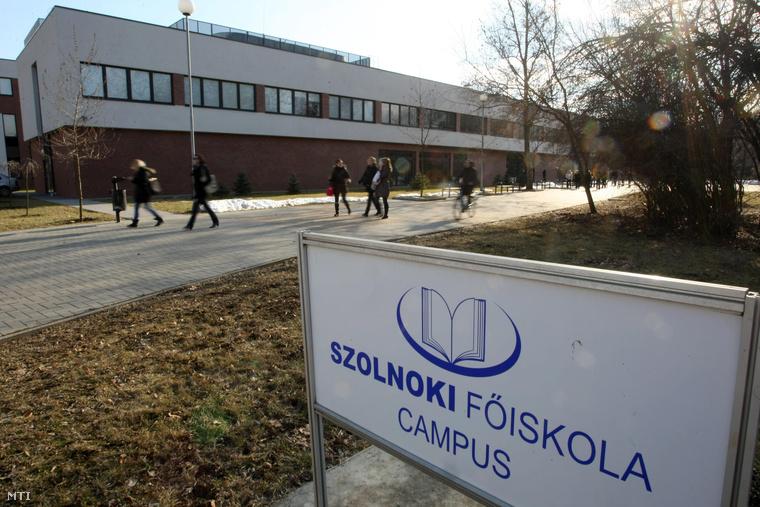 A Szolnoki Főiskola tiszaligeti kampuszának épülete