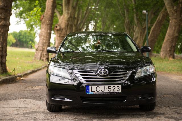Dicséret következik: a formája alapján akár Mazda is lehetne. Hasonlít is kicsit a kortárs 6-osra.