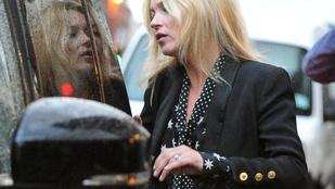 Kate Moss feldúltsága egyértelműen látható
