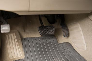 Mercedes hatású rögzítőfék